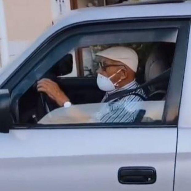 El inesperado problema de un hombre para renovar el carnet de conducir a los 101 años