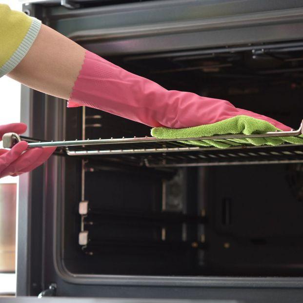 El truco casero para limpiar el horno y dejarlo reluciente (Bigstock)