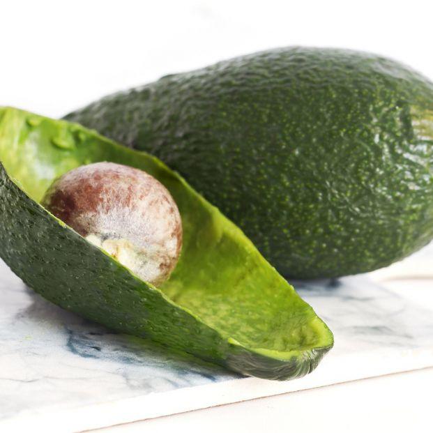 Usos sorprendentes de la piel del aguacate: arma contra los piojos o abono para plantas