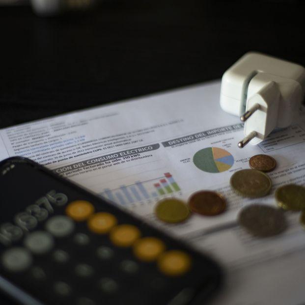 Fedea propone bajar impuestos y sacar de la tarifa eléctrica algunos costes para rebajar la luz. Foto: Europa Press