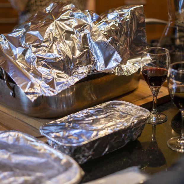 Por qué no deberías envolver las sobras de la comida en papel de aluminio