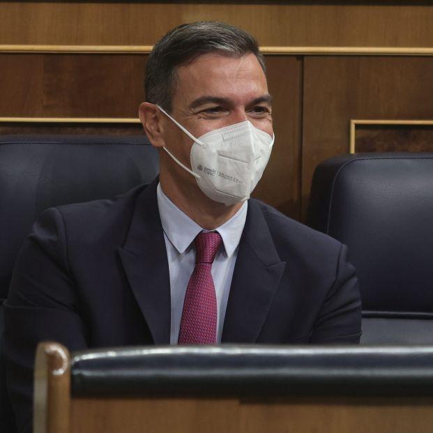 El CIS amplía la ventaja del PSOE sobre el PP en plena crisis de la luz
