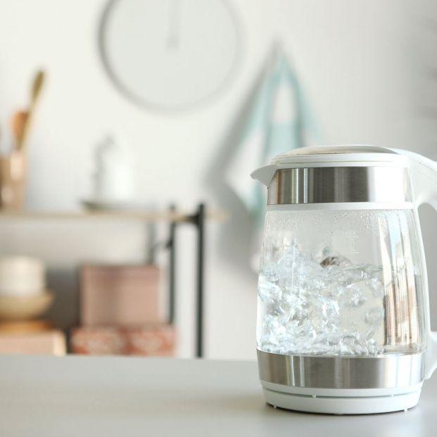 ¿Es peligroso calentar agua dos veces seguidas en la tetera?