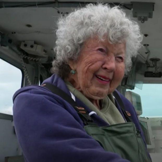Virgine Oliver, la centenaria que lleva más de 90 años pescando langostas