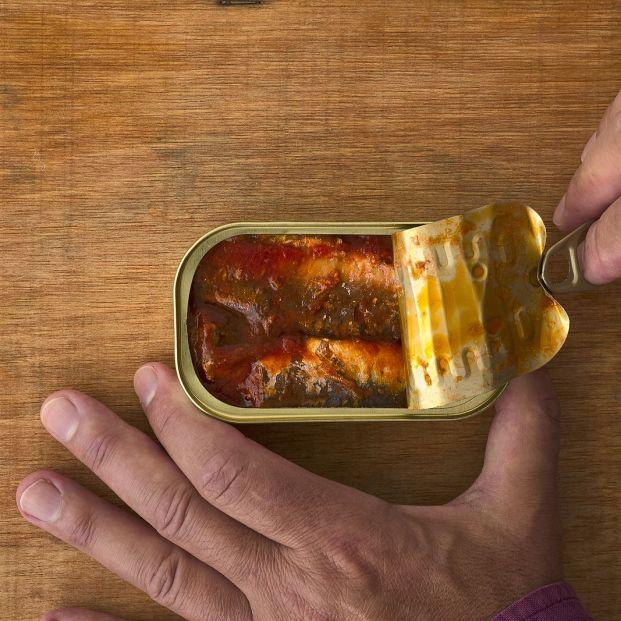 Por qué no deberías guardar una lata de conservas abierta en la nevera (Foto Bigstock)