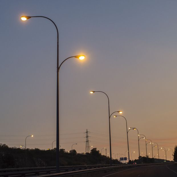 El precio de la luz bajará este martes hasta los 150,26 euros/MWh