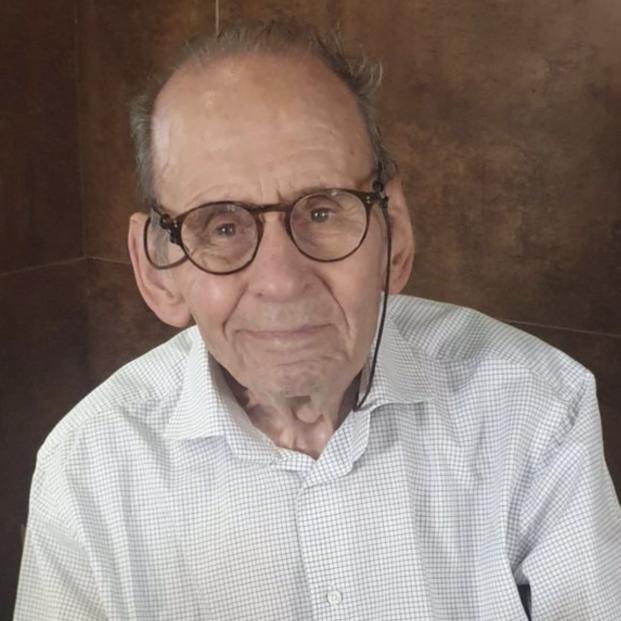 A sus 92 años, Juan Muñoz firmará ejemplares de su nuevo libro el viernes en la Feria de Madrid