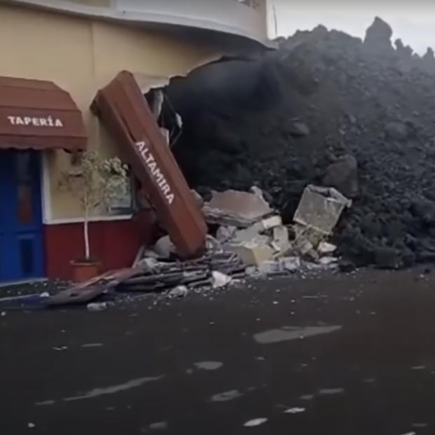 Finalmente la lava se ha tragado el restaurante Altamira con cuyo propietario habló ayer 65Ymás. Foto: YouTube