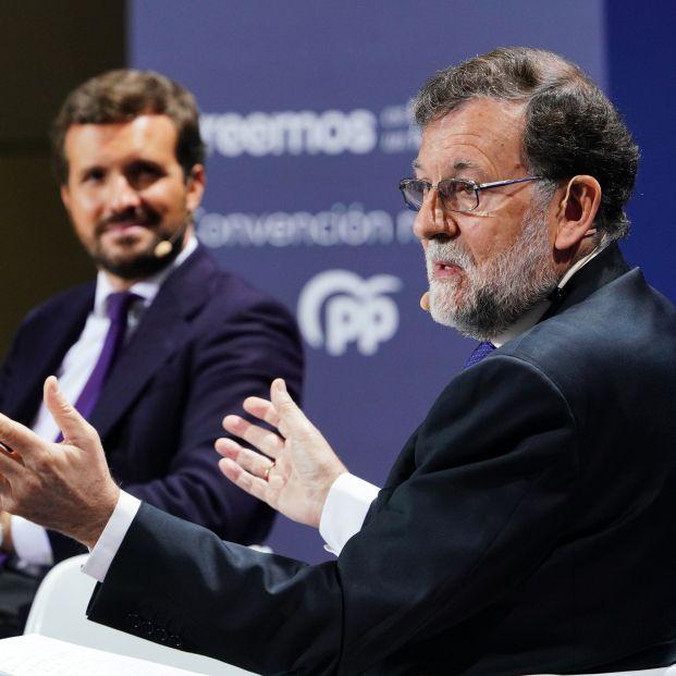 Rajoy pide a Casado que cambie la reforma de las pensiones de Sánchez aunque le hagan una huelga