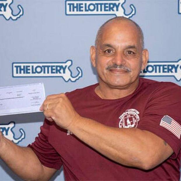 Gana la lotería e invierte el premio en cumplir el sueño de sus nietos