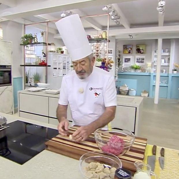 """Arguiñano avisa sobre un ingrediente que viene de China: """"Primero tenemos que mirar por lo nuestro"""" (Foto: captura 'Cocina Abierta' de Antena3)"""