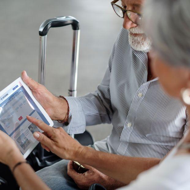 bigstock Senior couple traveling airpor 429619718