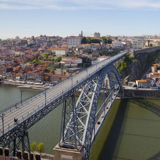 Puente Luís I con Ribeira al fondo, uno de los lugares más bonitos de la ciudad de Oporto (Creative commons)