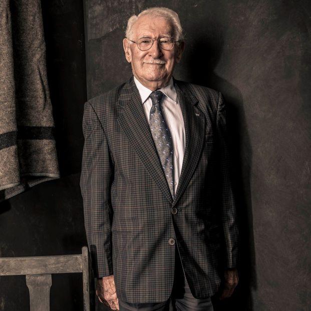 La historia de un superviviente del Holocausto de 101 años que es todo un fenómeno editorial