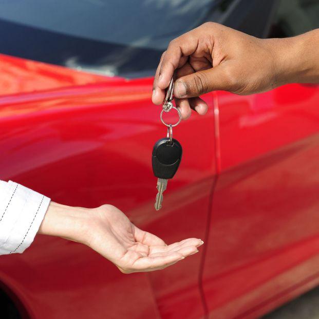 El trámite que debes hacer en la DGT para no recibir multas si otra persona conduce tu coche. Foto: Bigstock