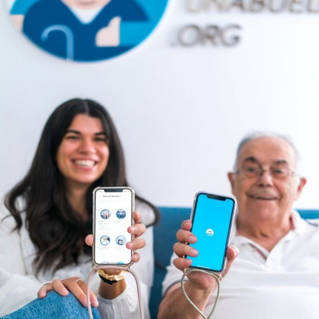 EuropaPress 3972359 app adopta abuelo (1)
