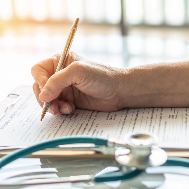 Los médicos piden una jubilación anticipada voluntaria sin pérdida económica