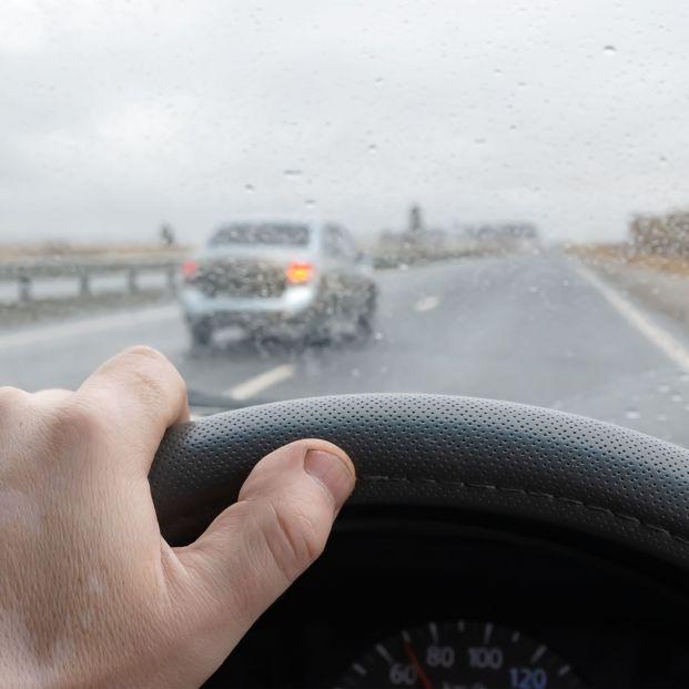 Luz verde a la nueva ley de tráfico que mantendrá el margen de 20 km/h para adelantar. Foto: Bigstock