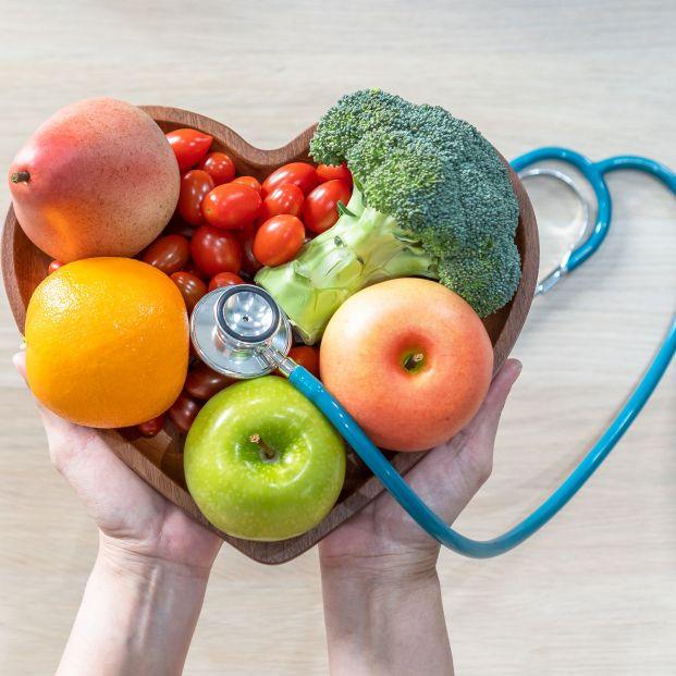 Un estilo de vida saludable y una buena alimentación son fundamentales para mantener el colesterol