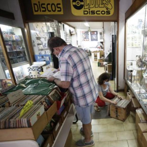 La tienda de discos más antigua de España se traspasa por la jubilación de sus propietarios