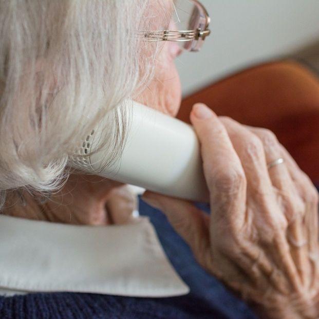 'Llama a la puerta' para concienciar y detectar la soledad no deseada en personas mayores. Foto: Europa Press