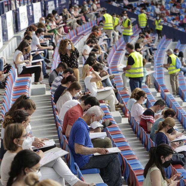 EuropaPress 3793472 cerca 3000 personas toman gradas estadio levante ud oposicion
