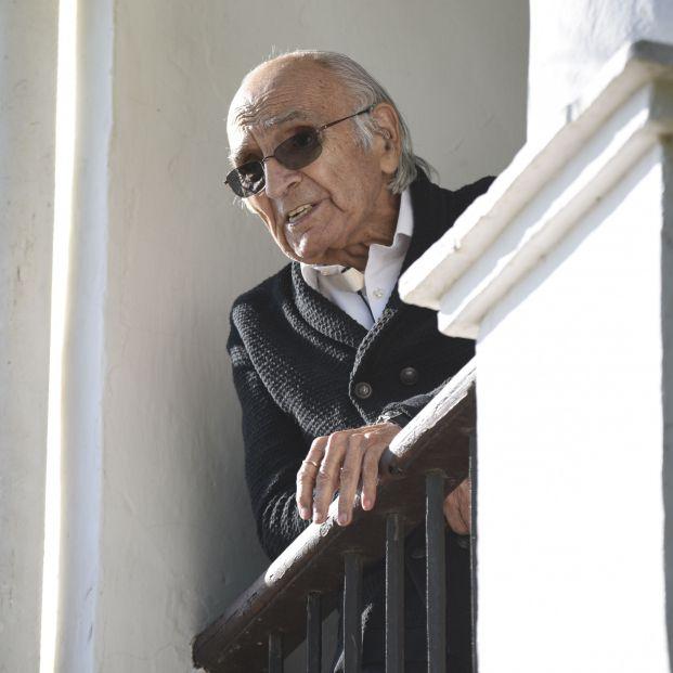 EuropaPress 3436425 poeta valenciano celebra casa le otorgado premio cervantes 2020 partida