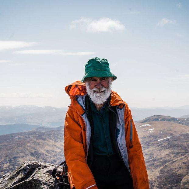 Un hombre de 81 años escala las montañas más altas de Escocia por su mujer con Alzheimer