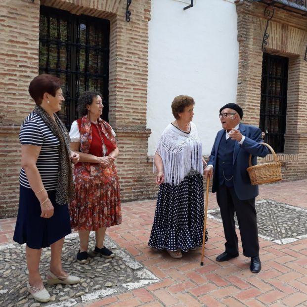 Los mayores de Alameda recrean la historia teatralizada de su pueblo para atraer a los jóvenes