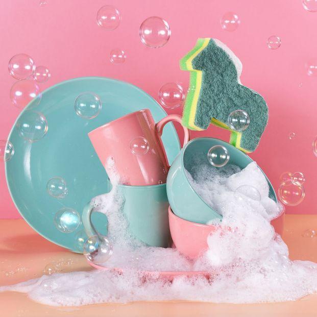 ¿Qué es mejor: lavar los platos con agua fría o caliente? Foto: bigstock