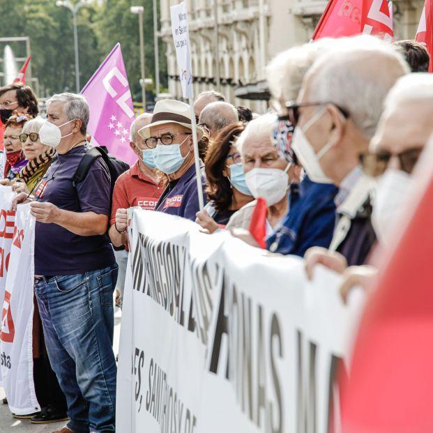 Las pensiones pueden subir hasta un 2,5% en 2022,  según el dato de la inflación media de este año (Europa Press)