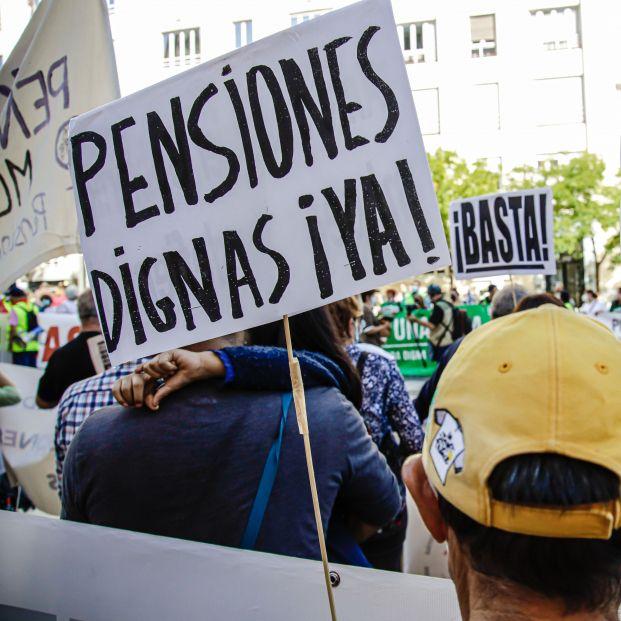 EuropaPress 3977842 varios cientos personas participan manifestacion contra recorte presupuesto
