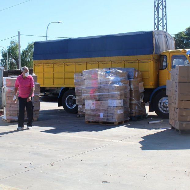 Una asociación de jubilados de Ciudad Real llena en tiempo récord un camión con ayuda para La Palma