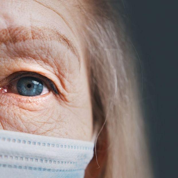 El uso continuado de la mascarilla, un problema para los que sufren ojo seco