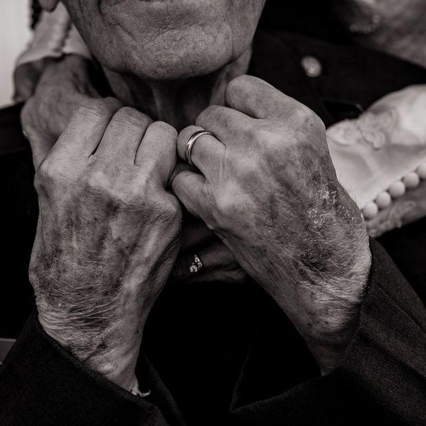 Un matrimonio de 98 y 97 años celebra de nuevo su boda para poder tener fotos del momento
