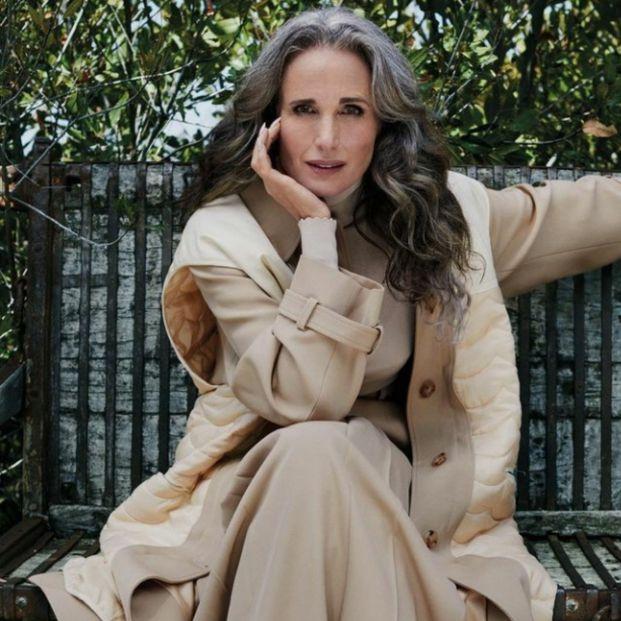 Andie MacDowell se compara con George Clooney y reivindica las canas femeninas