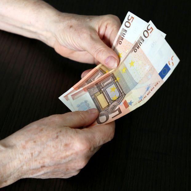 Montero avisa: puede haber nuevos recortes en la aportación a los planes de pensiones privados (BIgStock)