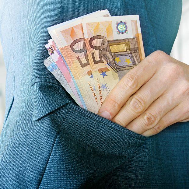 Un camarero gana un pulso al Estado y se queda con los 4.200 euros que encontró en una chaqueta