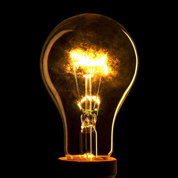 La electricidad vuelve a ser el servicio peor valorado por los españoles