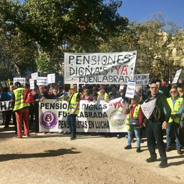 Personas en defensa de las pensiones y de afectados por la hipoteca (foto de archivo).