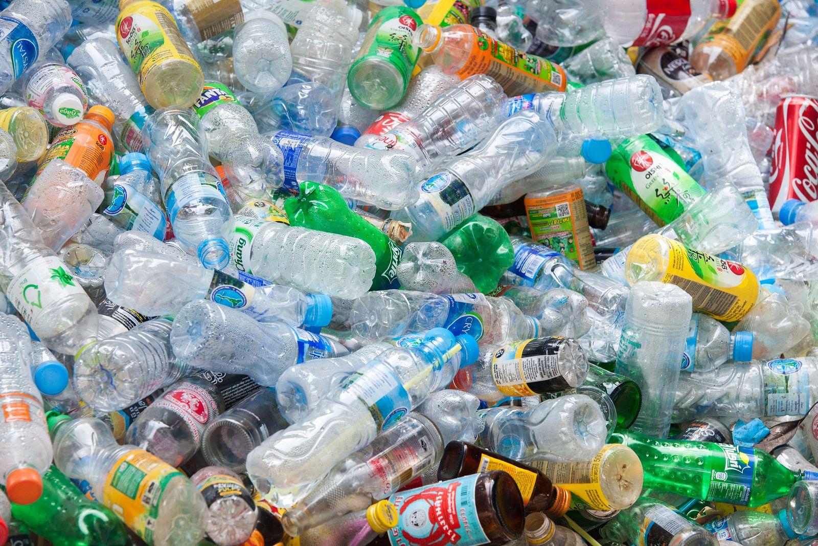 Dónde se tiran los residuos plásticos para ser reciclados?