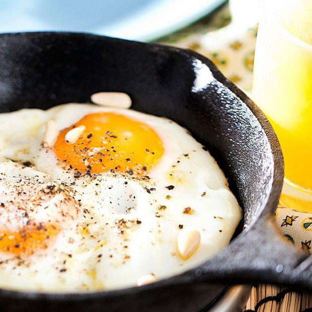 El huevo ayuda a reducir el azúcar en sangre. Bigstock