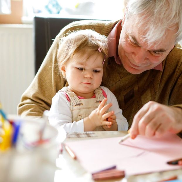 Learn to make crafts with your grandchildren