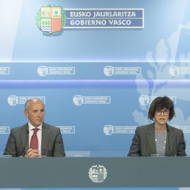Rueda de prensa posterior al consejo de gobierno con el portavoz del Gobierno vasco Josu Erkoreka y la consejera de Salud Nekane Murga