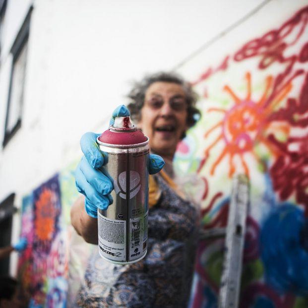 Lata 65: las 'abuelas grafiteras' que derriban muros... pintándolos