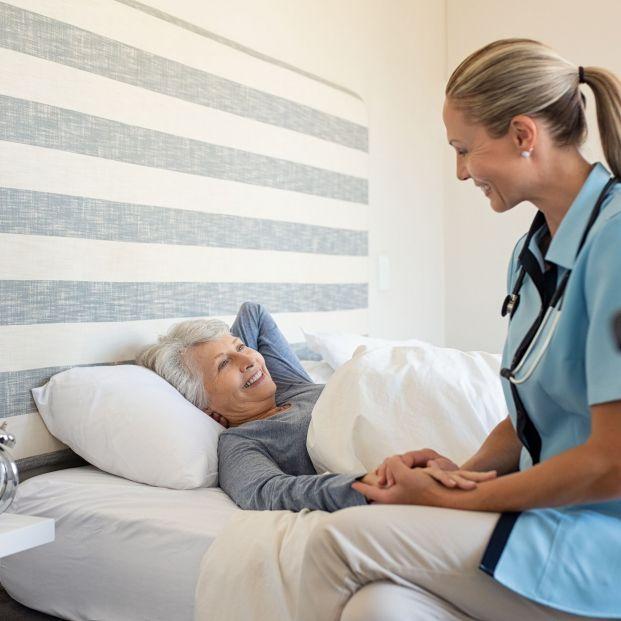 Un estudio desvela que sólo hay un enfermero por cada 109 pacientes en las residencias