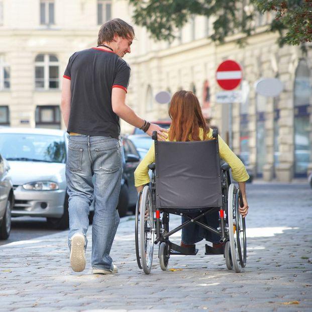 Los parkings, aseos y cajeros de los cascos urbanos siguen sin ser accesibles para todos